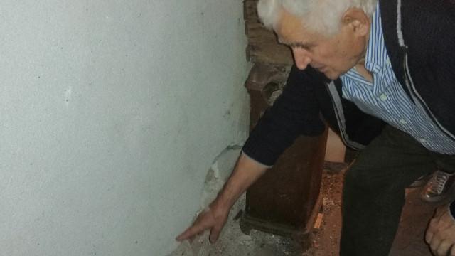 Министерството: ВиК да оправи тръбата пред напукания блок в Пловдив