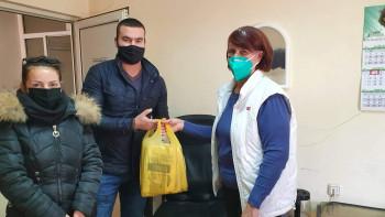 """Съветници дариха защитни облекла на лекарите в """"Св. Екатерина"""""""
