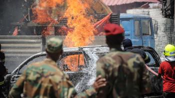 Кървав ад в Сомалия, самоубийствена атака погуби четирима СНИМКИ