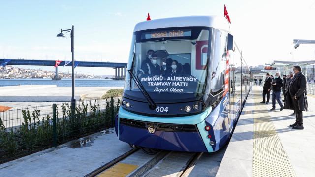 Откриха нова трамвайна линия покрай Желязната църква в ИстанбулСНИМКИ