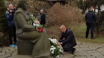 Скандал! Не допуснаха кметове от ГЕРБ на среща с Румен Радев в Калофер СНИМКИ