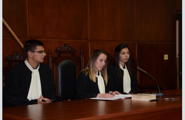 Гимназисти станаха магистрати и адвокати - 2
