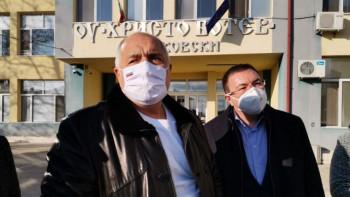 Здравният министър: Връщаме три класа в училище от февруари