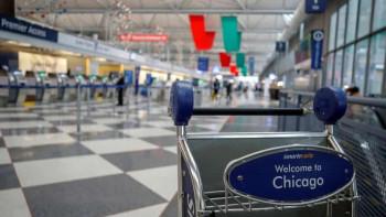 Уникум! Мъж живя 3 месеца на летището в Чикаго заради коронавируса