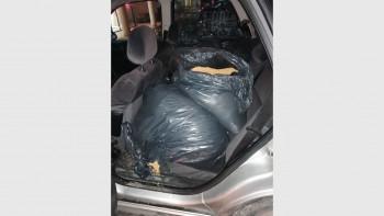 Зрелищен арест в Пловдив: Извадиха 60 кила контрабанда от багажник СНИМКИ