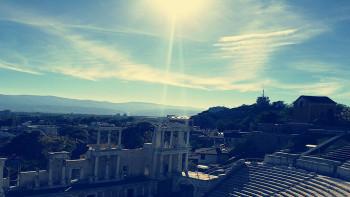 Топла зимна събота в Пловдив, слънцето грее щедро