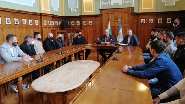 Кметът награди Локо за двете купи през 2020 г ВИДЕО