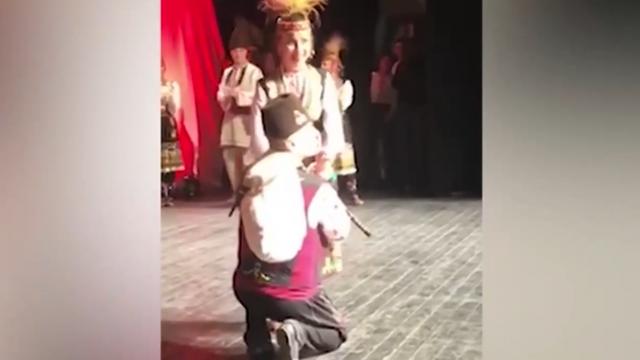 Гайдар предложи брак на колене по време на концерт в Пловдив ВИДЕО