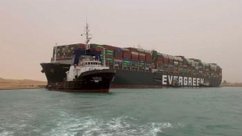 Разследват блокирането на Суецкия канал, загубите са за милиарди