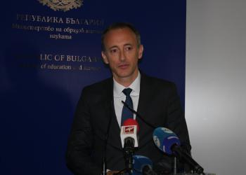 Новият образователен министър обеща повече пари за учителите