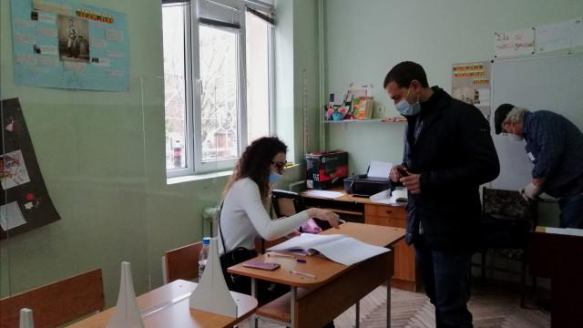 35,83% от пловдивчани гласуваха до 17 часа, в ромските махали още са пас