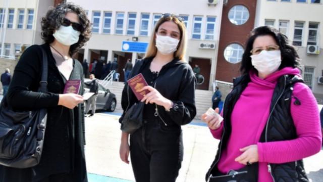 Българските граждани в Турция гласуват масовоСНИМКИ