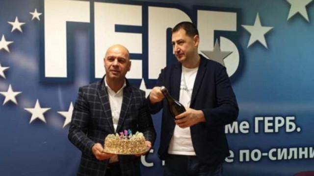 През 2019 година Костадин Димитров пръв отвори шампанското за победата на ГЕРБ на местния вот