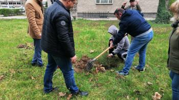Засадиха 170 дръвчета в Полицейското училище