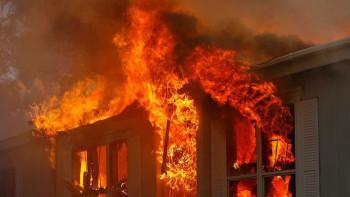 Пламна най-голямата COVID болница във Филипините, евакуираха 500 пациенти