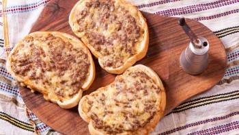 Закуска за гладници: Хрупкави принцеси с кайма и пиперки