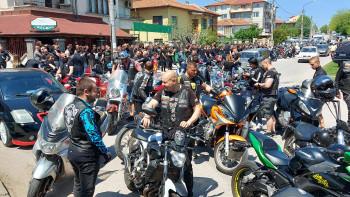 Загинал шампион бе изпратен от стотици Братя на вятъра в Хасково
