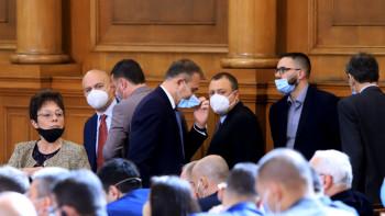 Викат Борисов и министрите му в парламента, пращат да ги търсят