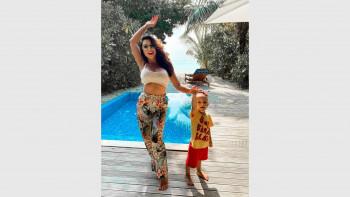 Гръцки рибар кръщава детето на Лили Ангелова