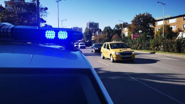 """Две коли се сблъскаха на """"Пещерско шосе"""", шофьорите спорят кой е виновен"""