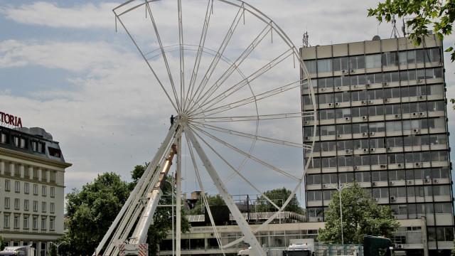 Вдигнаха виенско колело в центъра на Пловдив СНИМКИ - 1