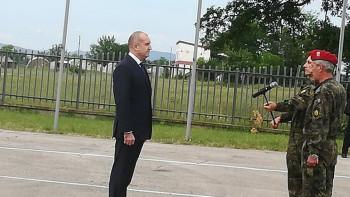 800 войници настъпват пред погледа на президента край Хасково
