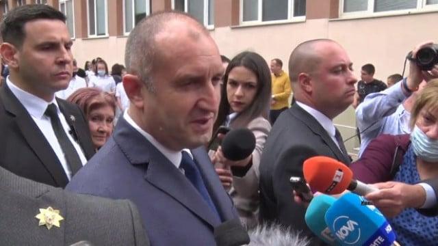 ВИДЕО Президентът Румен Радев гостува на пловдивски гимназисти