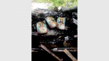 Чудо! Картички с лика на Христос оцеляха в голям пожар в Димитровград