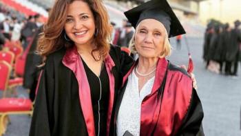 Лекарка се дипломира след 37-годишно прекъсване