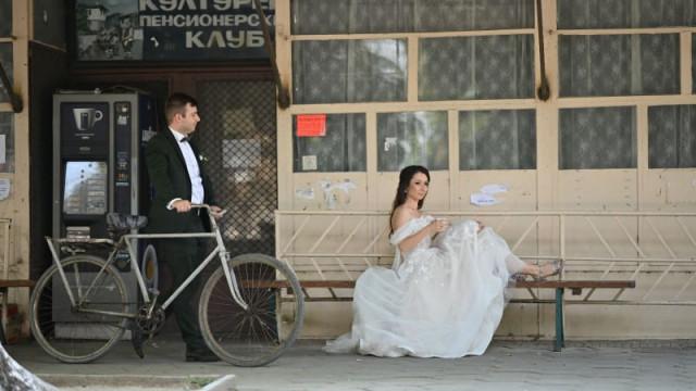 Горчиво! Петър и Весела първо гласуваха, после се ожениха СНИМКИ - 1