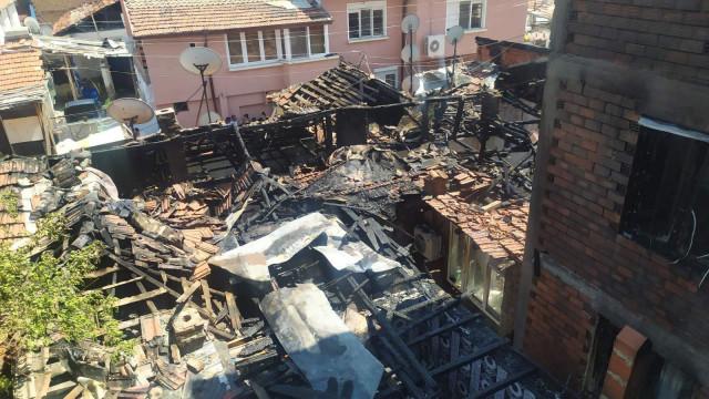 ИЗВЪНРЕДНО! Огнен ад в Шекера, жители пречат на пожарникарите