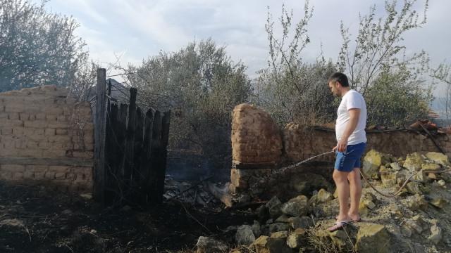 Спасиха 90-годишна баба от пламъците в Старосел, селото в сажди и без токНовиниИнформация