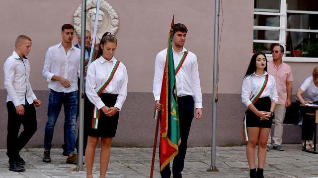 Откриха учебната година в Спортното,  Йосиф Миладинов вдигна знамето