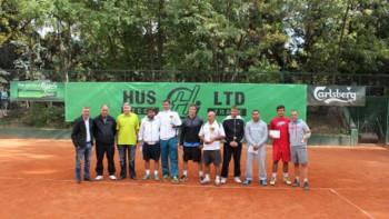 Клуб без тенисисти и треньори иска кортовете на най-големия комплекс в България
