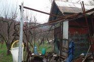 Дядо Александър построи имение за туристи край Храбрино
