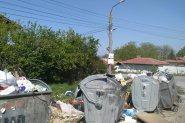Вилната зона в Белащица потъна в боклук