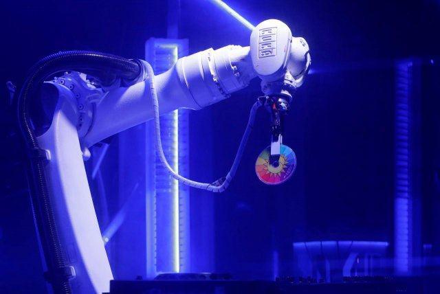 DJ-робот в дискотека в Чехия