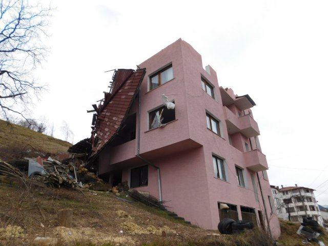 Ураганът сваля покриви в Смолян